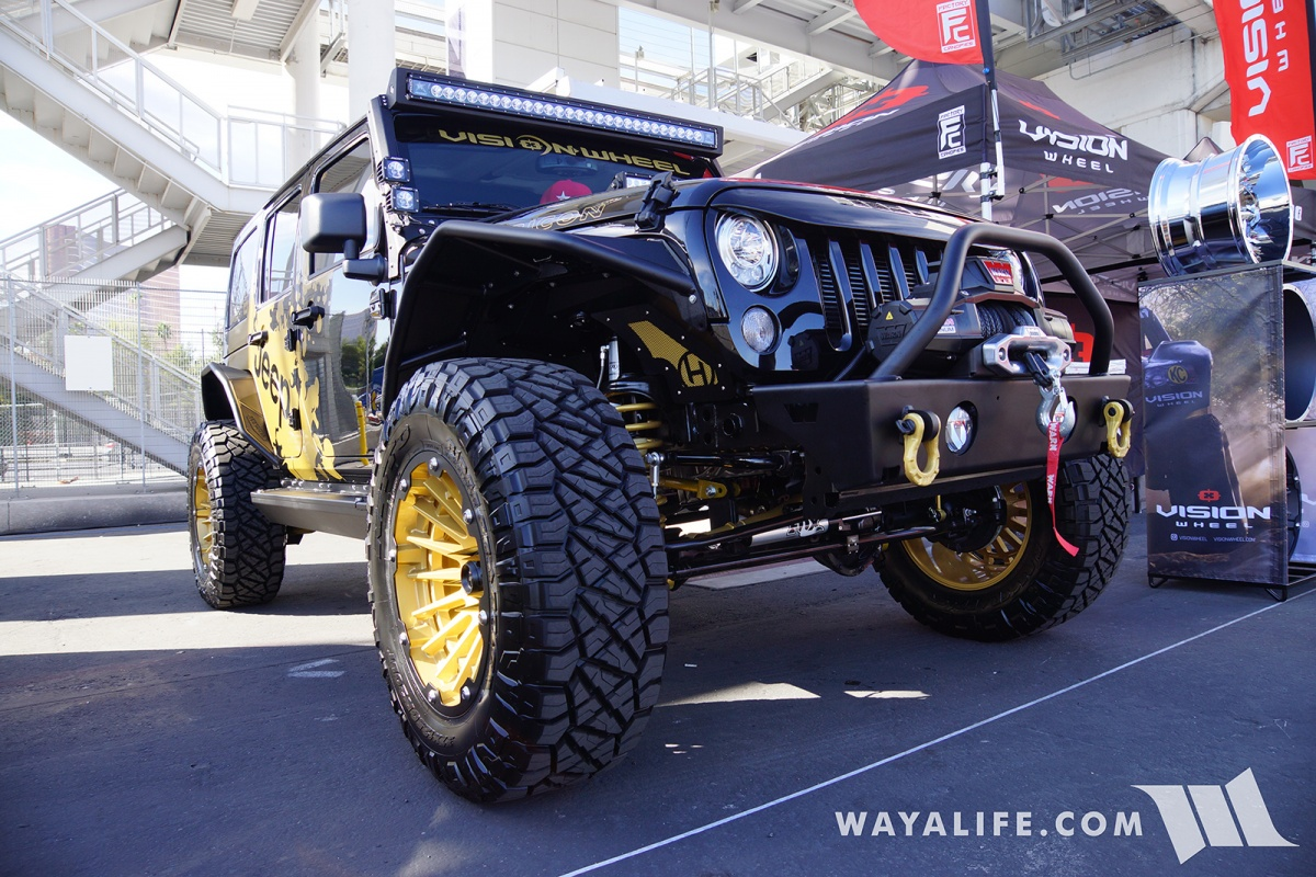 2017 Sema Vision Wheels Black Jeep Jk Wrangler Unlimited Hi Lift Jack Mount On Steps Mounted To The Pinch Seams In Addition Serving As Storage Boxes Passenger Side Step Also Serves A Place Store Your